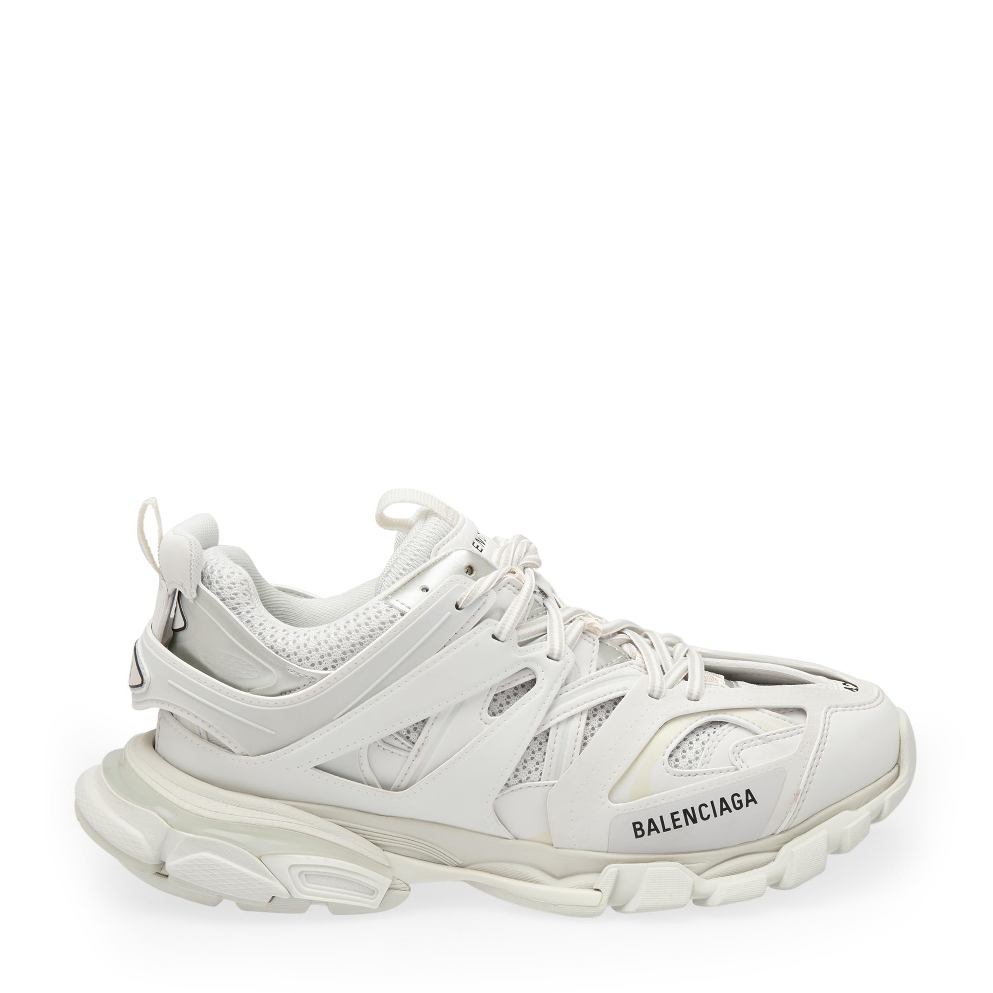 """حذاء """"تراك"""" الرياضي"""