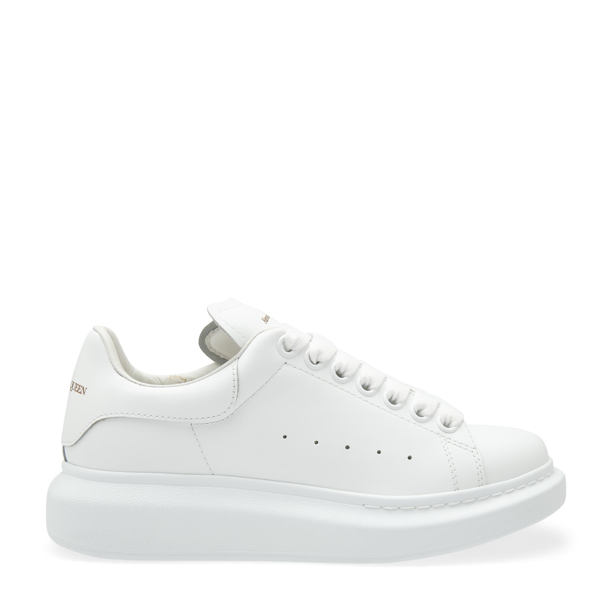 """حذاء """"أوفرسايزد"""" الجلدي الرياضي"""
