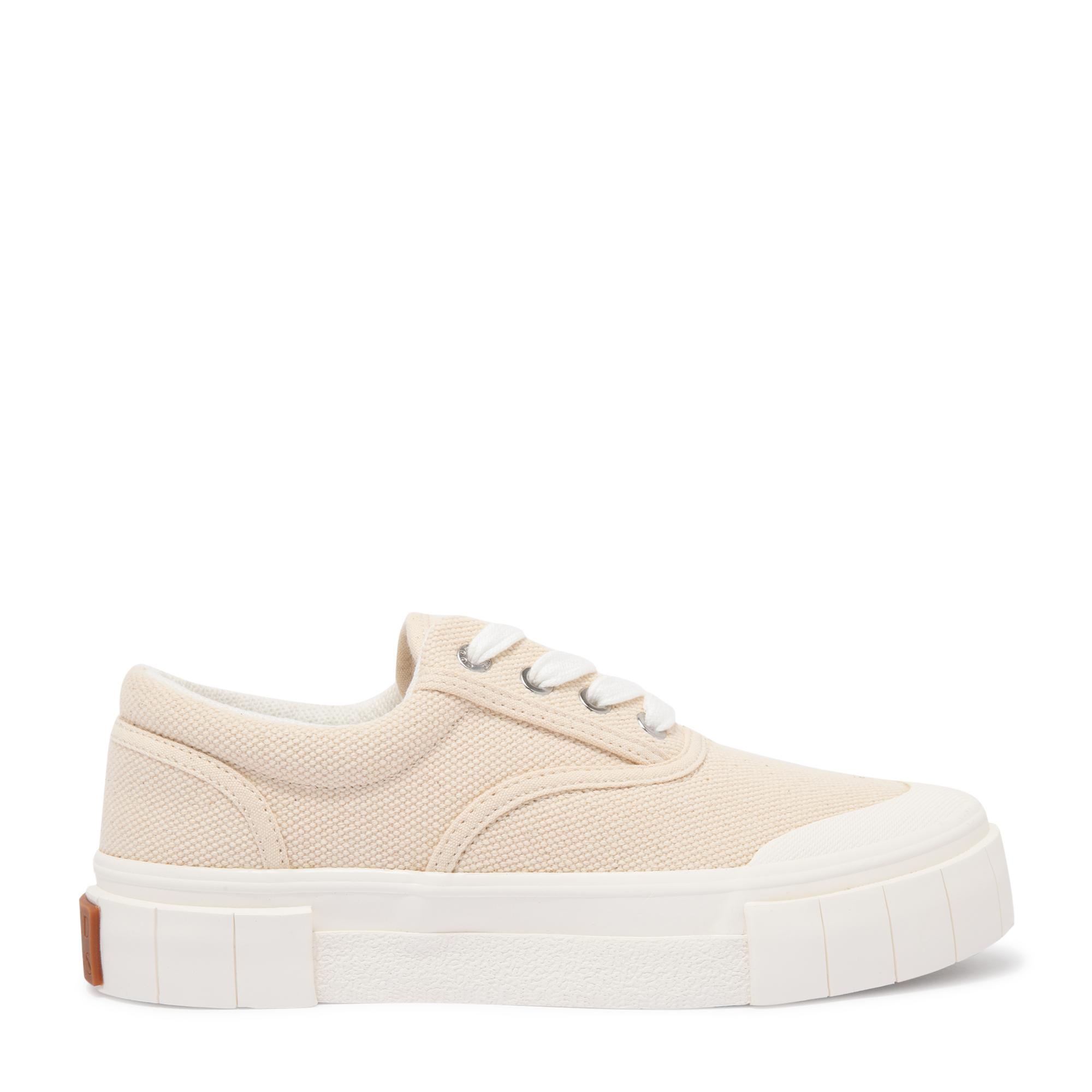 حذاء إيس الرياضي