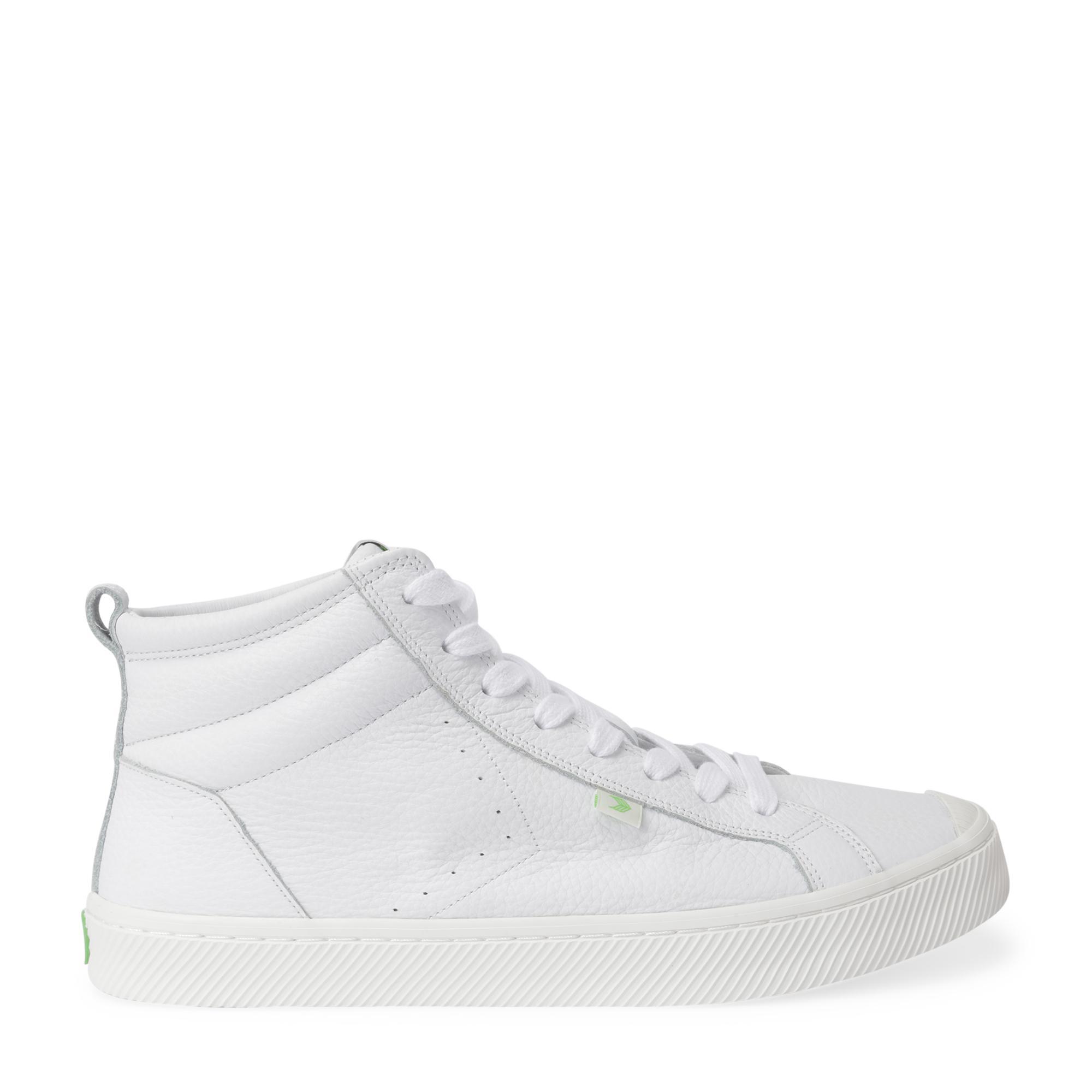 """حذاء """"أوكا هاي"""" الرياضي بتصميم القصة العالية"""