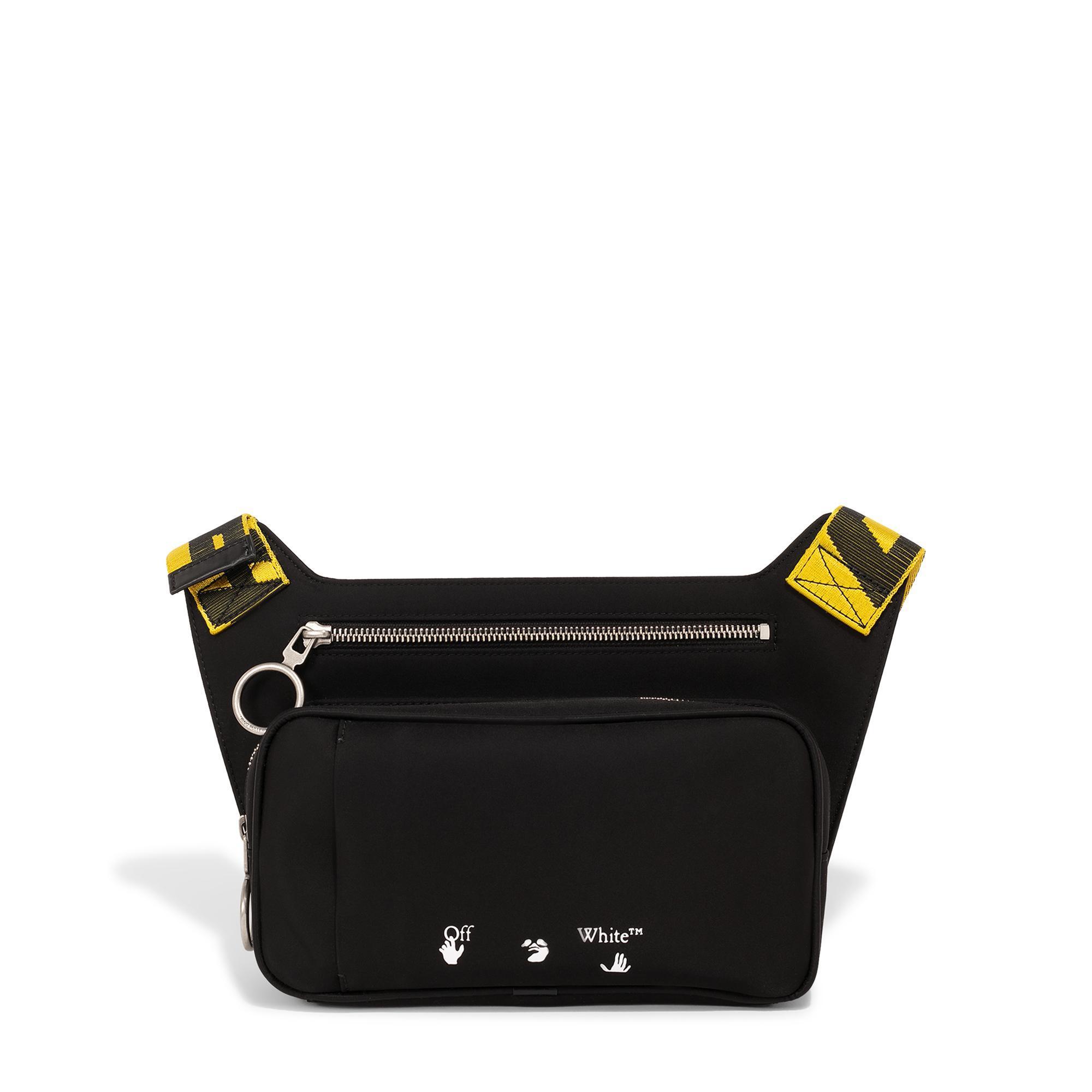 حقيبة من النايلون مزينة بشعار