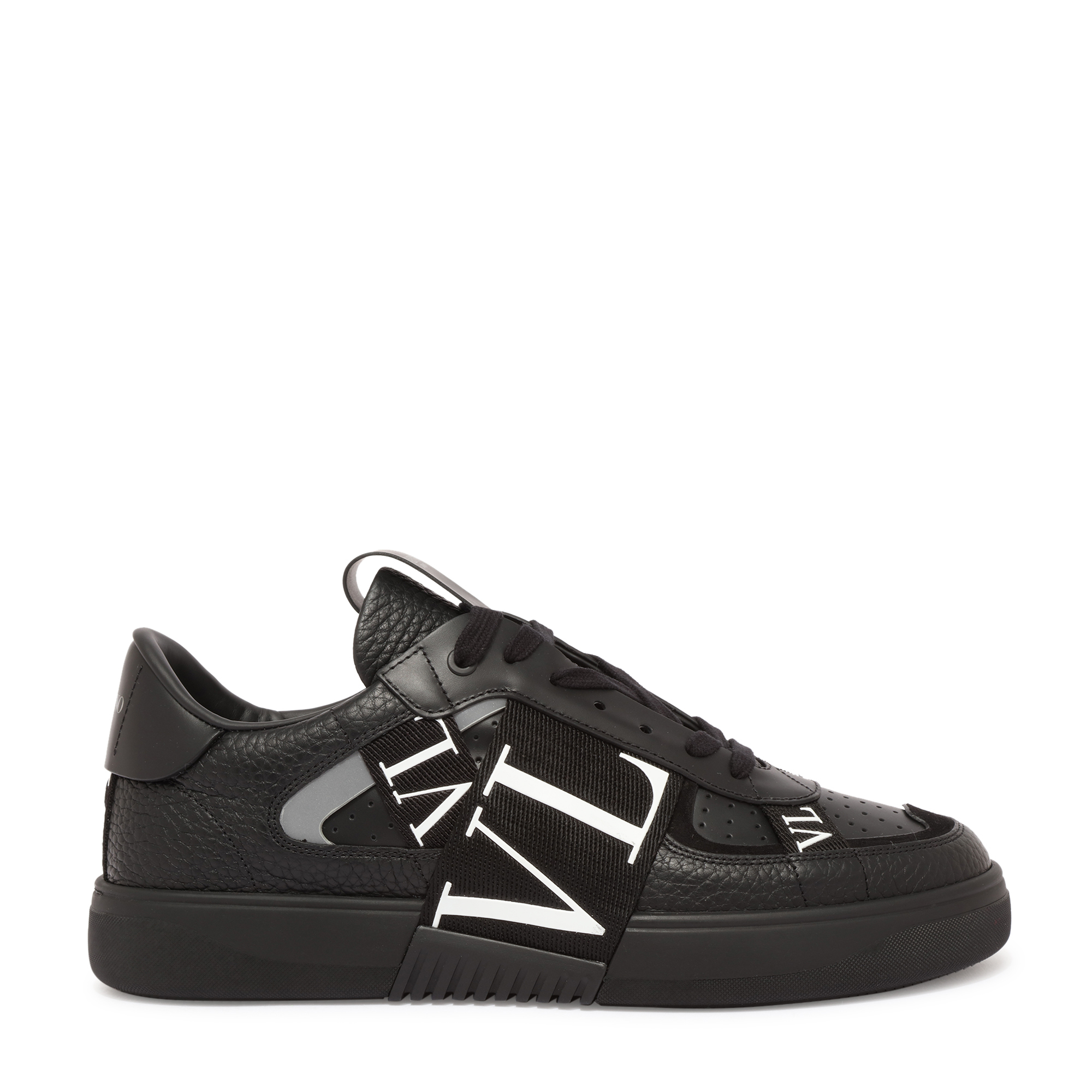 """حذاء """"في إل 7 إن"""" الرياضي"""